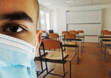 Глава Минздрава призвал вакцинированных россиян носить маски
